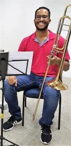 Tenison Santana, 32 anos, trombonista e professor de música, é ouvinte do Calumbi. Álbum de família