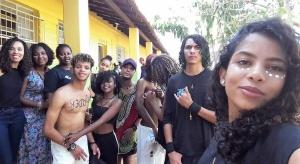 Isabel (E) e a ala dos capoeiristas. Arquivo pessoal
