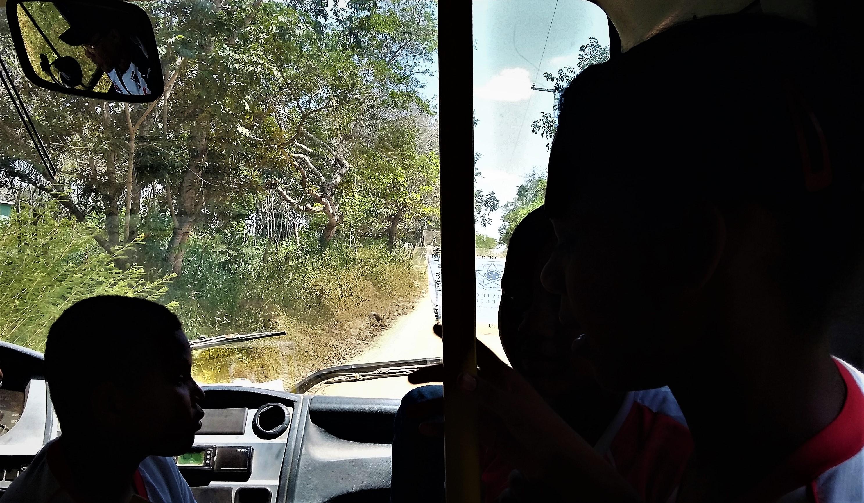 O motorista do ônibus escolar, em 2016, era o atual presidente da Associação Comunitária, José Romildo. Foto: Paulo Oliveira