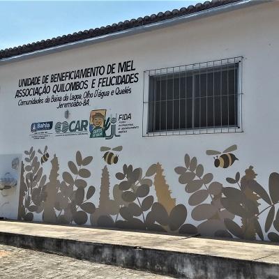 Unidade beneficiamento de mel está desativada há cinco anos por falta de gerador que o governo do estado não instala. A comunidade produz 9,5 mil litros de mel por ano. Foto: Paulo Oliveira