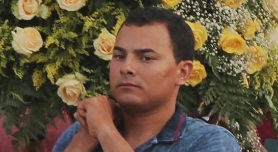 Pablison Castro, rezador. Reprodução do Facebook