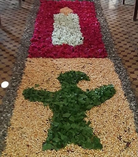 Os tapetes da comunidade do Mucambo foram feitos com milho, brita, folhas secas e verdes. Fotos cedidas por Idelcina Oliveira